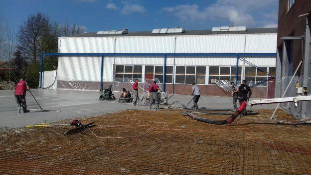 Storten betonvloer bedrijfsterrein Merwestreek (tweede fase)