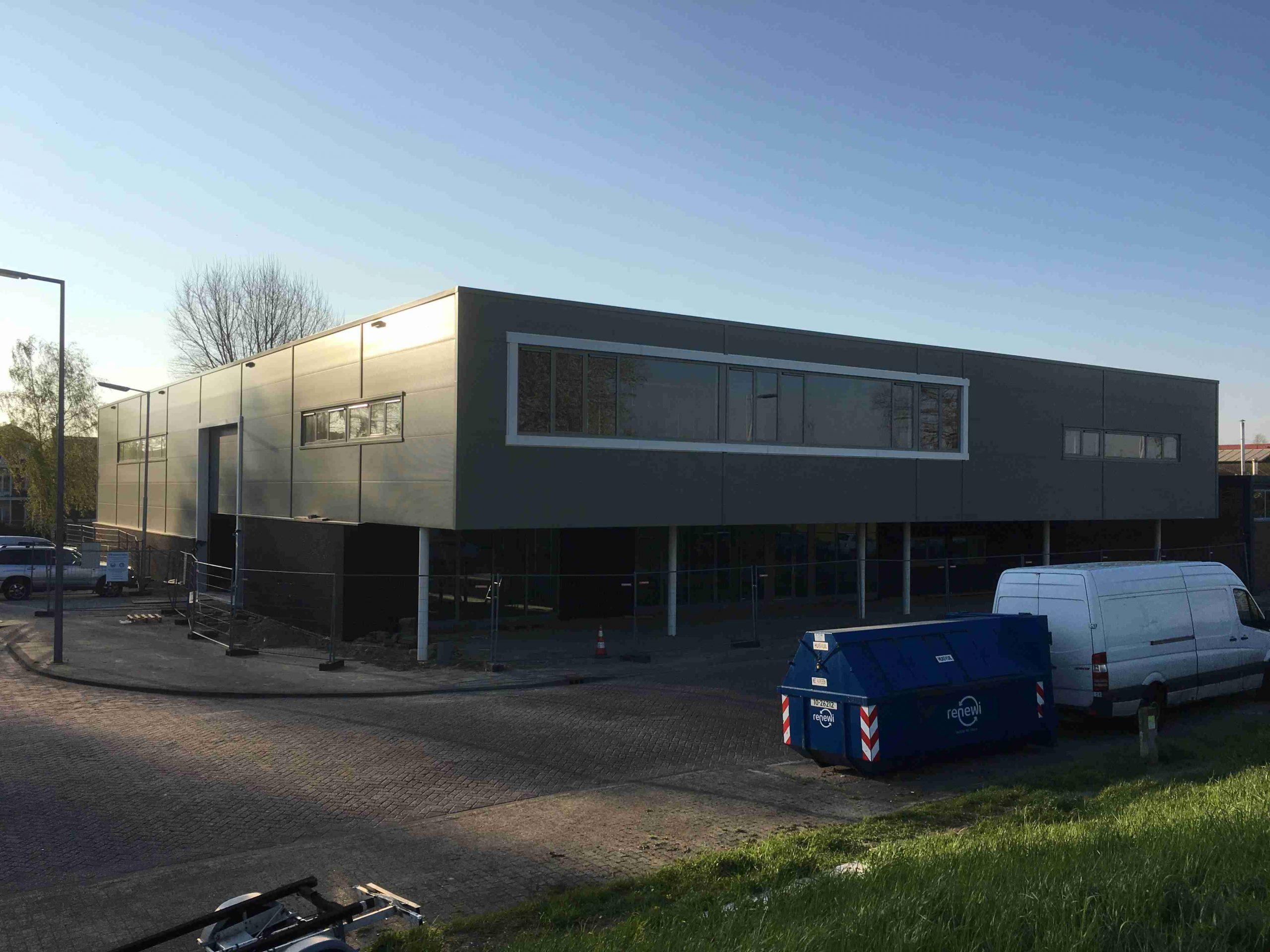 Bedrijfshal + Kantoor firma Lens te Rotterdam